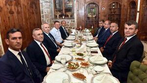 Vali Ata, Albay Kayıya veda yemeği düzenledi