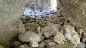Antik kent Hasankeyf'te riskli kayalar yıkılıyor