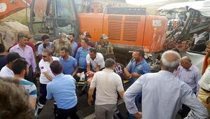Ağrıda iş makinesi midibüsün üzerine düştü: 7 ölü, 11 yaralı (2)- Yeniden