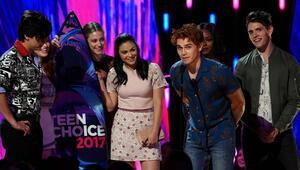 Ödül töreninde Miley şoku
