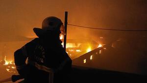 Dev fabrika alev alev yanıyor... Çevredeki binalar boşaltıldı