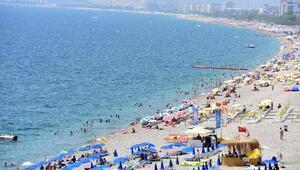 Antalyada sıcak hava bunalttı