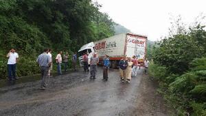 TIR kaydı, Ünye- Akkuş karayolunu ulaşıma kapattı