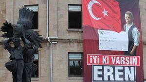 Giresun Belediyesi, kente İyi ki varsın Eren afişleri astı