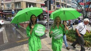 ABDli 2 kadından Kadıköyde marul bikinili eylem