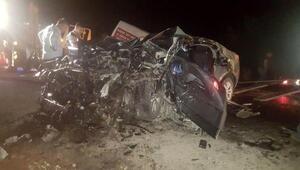 Çanakkalede otomobil ile minibüs çarpıştı: 3 kişi öldü