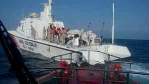 Yük gemisi İskenderun Körfezinde su almaya başladı/ ek fotoğraflar