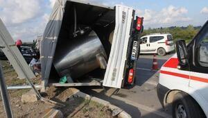 Otomobil ile kamyonet çarpıştı: 7 yaralı
