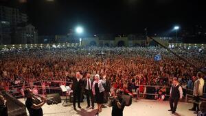 Festivalde Ferhat Göçere 100 bin kişi eşlik etti