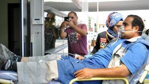 Yılanın ısırdığı işçi hastanelik oldu