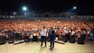 Etimesgutta Mustafa Sandala 100 bin kişilik koro