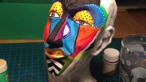 Maske, yüzler ve sivri görünümler…