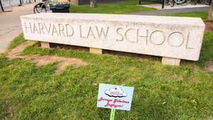 Göbek bağlarını Harvard bahçesine gömüyorlar