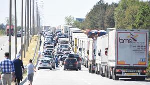 İpsala Sınır Kapısında Türk tatilci yoğunluğu (3)