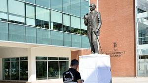 Dün açılmıştı... Atatürk heykeline çirkin saldırı