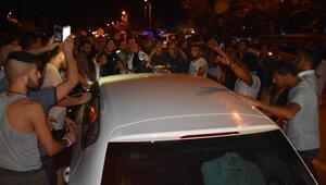 Karayolunu 2 saat trafiğe kapattılar, öfkeli kalabalığı Kaymakam ikna etti