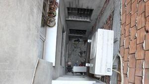 Tirede 5inci kattan düşen Suriyeli çocuk öldü