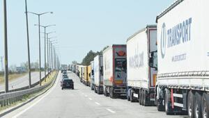 Trakyada sınır kapılarından 24 saatte 10 bin araçla 40 bin kişi çıkış yaptı