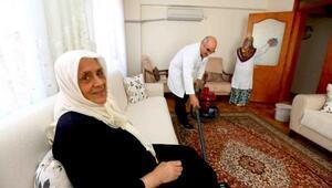 Bağcılar'da yaşlı ve engellilerin evleri temizlendi