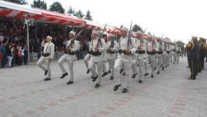 Kütahyadaki 30 Ağustos törenlerine bakanlar da katıldı