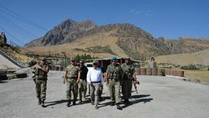 Siirt Valisi Herekol Dağında askerlerle bayramlaştı
