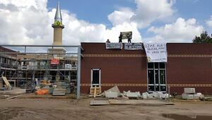 Venlo'da aşırı sağcılar camiyi işgal etti