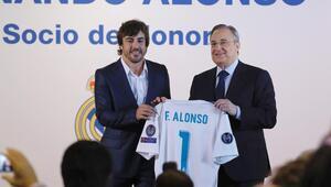 Real Madridden büyük onur Alonso...