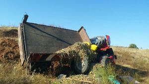 kadın sürücünün kullandığı traktör devrildi: 3 yaralı