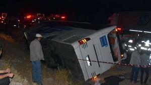 Sivasta yolcu otobüsü otomobille çarpıştı: 1 Ölü, 16 yaralı