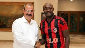 Gazişehir Gaziantep Futbol Kulübü, Pierre Weboyu kadrosuna kattı