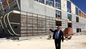 """Gürer: """"Niğde spor salonu ne zaman açılacak"""