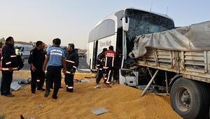 Son dakika... Yolcu otobüsü TIRla çarpıştı: 3 ölü, çok sayıda yaralı