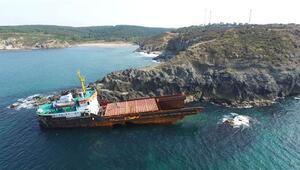 Kaderine terk edilen gemi parçalanmaya başladı