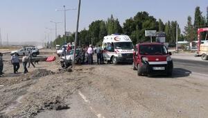 Hafif ticari araç ile otomobil çarpıştı: 3 yaral