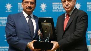 Başkan Ak, ödülünü Cumhurbaşkanından aldı