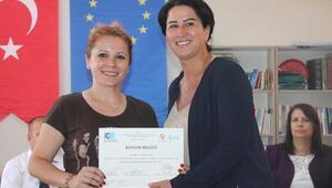 Girişimci kursiyerler sertifikalarını aldı