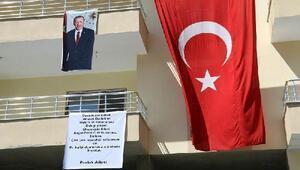 Teröristlerce katledilen Ahmet Budakın ailesi için yaptırılanev, törenle teslim edildi