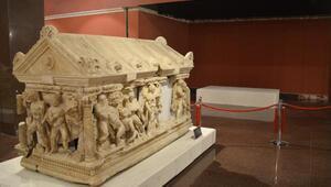 Herakles Lahdi, aynı kaderi paylaşan ikizinin yanında sergilenecek