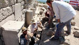 Kibyra Antik Kentinde kazılar ana caddede yoğunlaştı