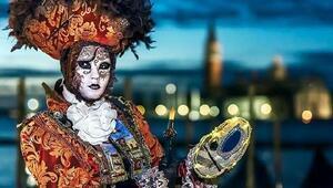 Venedik Karnavalı sergisi açıldı