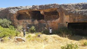 Midyatta 1300 yıllık tarihi kaya Manastırı, keşfedilmeyi bekliyor