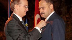 Fransızlardan milletvekili Gülpınara Onur Nişanı