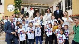 Kolejliler barış için güvercin uçurdu