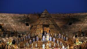 Piramitler, 'Aida', Fazıl Hüsnü Dağlarca