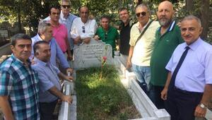 Hababam Sınıfı Ertem Eğilmezi mezarı başında andı