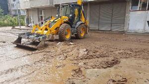 Arhavi'de sel gitti, çamur kaldı