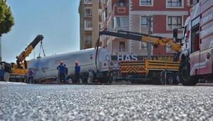 5 ton sıvılaştırılmış gaz yüklü tanker devrildi, facianın eşiğinden dönüldü