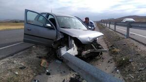 Bariyere çarpan otomobilin sürücüsü yaralandı