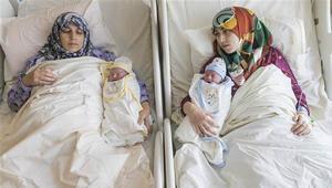 Konyada anne-kız aynı anda doğum yaptı Doktorları: dünyada bir ilk