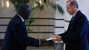 Cumhurbaşkanı Erdoğana Uganda Büyükelçisi Mubirudan güven mektubu
